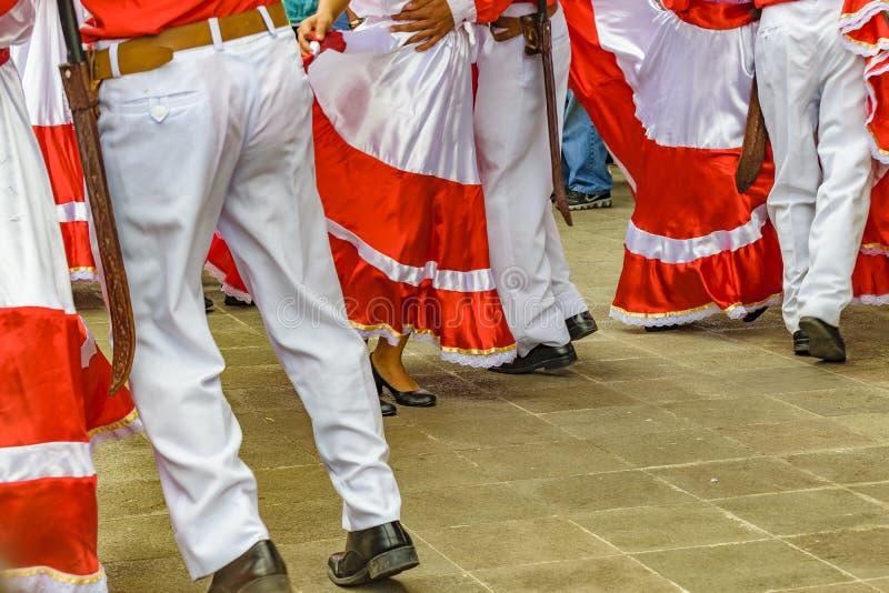 Typowi Ekwadorscy tancerzy cieki zdjęcia stock