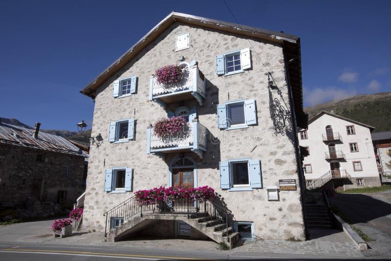 Typowi kamienni halni domy, Włoscy alps, Włochy zdjęcia stock