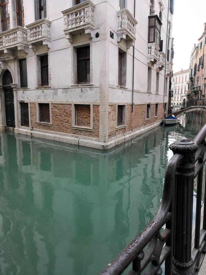 Typowi kanałów szczegóły w Wenecja fotografia royalty free