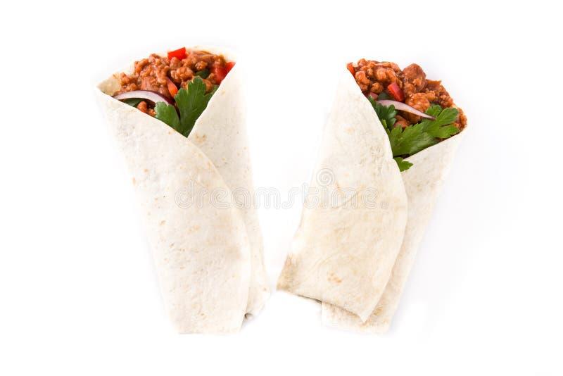Typowi Meksykańscy burritos opakunki z wołowiną, frijoles i warzywami odizolowywającymi, obrazy stock