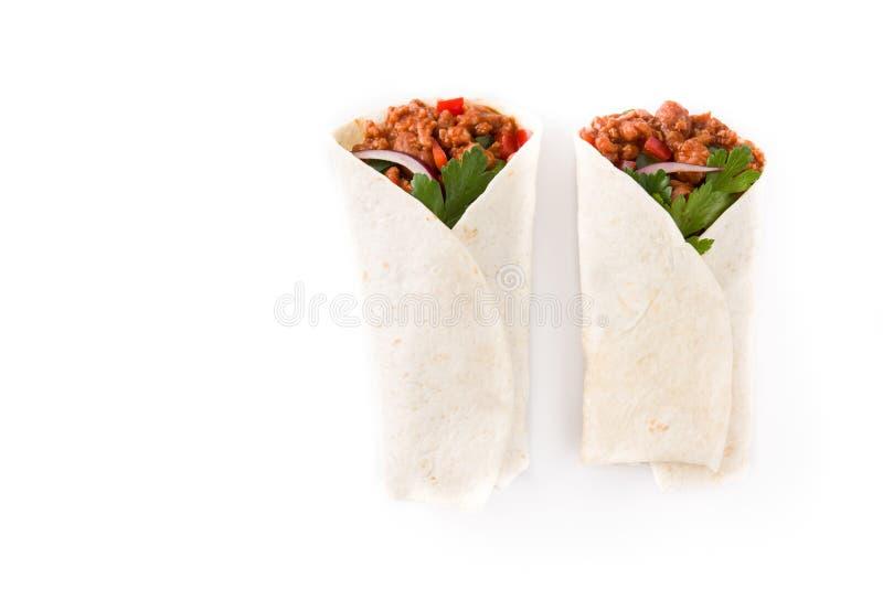 Typowi Meksykańscy burritos opakunki z wołowiną, frijoles i warzywami odizolowywającymi, obraz royalty free
