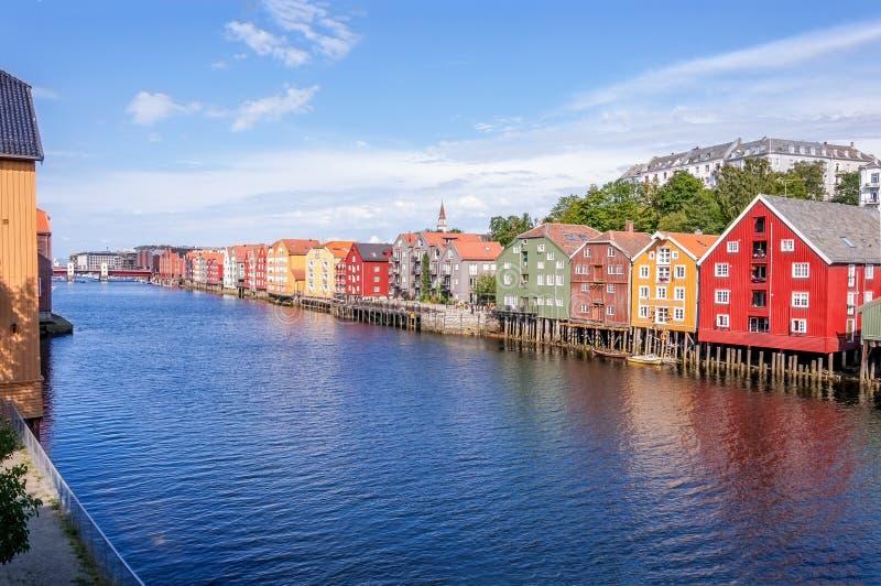 Typowi Norwescy drewniani domy trondheim Norwegia fotografia royalty free