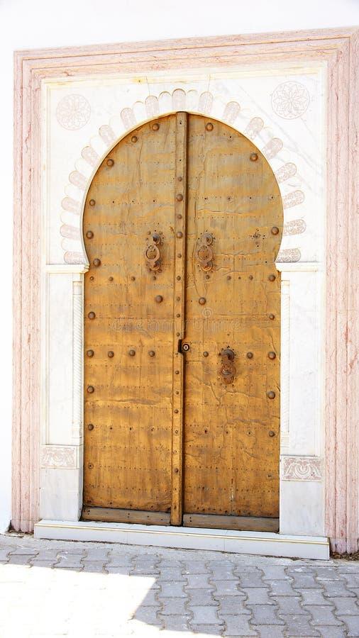Typowy dekorujący drzwi w Sidi Bou Powiedział obraz royalty free