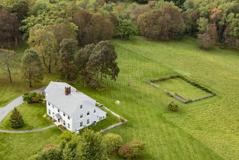 Typowy drewniany mały gospodarstwo rolne dom w wiktoriański stylu w Bennington zdjęcia royalty free