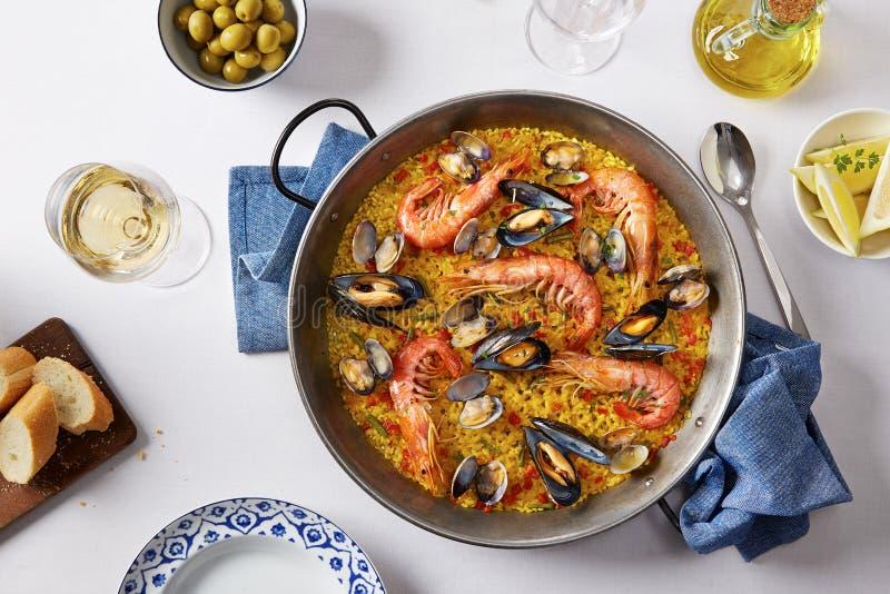 Typowy hiszpański owoce morza paella fotografia royalty free