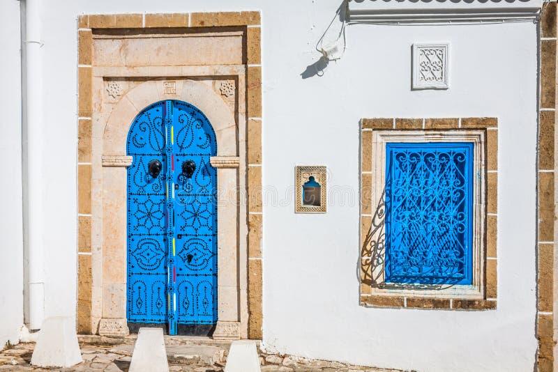 Typowy lokalny drzwi tradycyjny dom; Tunis; Tunezja fotografia stock