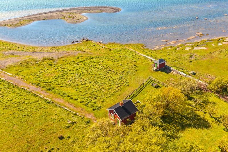 Typowy mały czerwony szwedzi dom na wyspie Oland obrazy royalty free