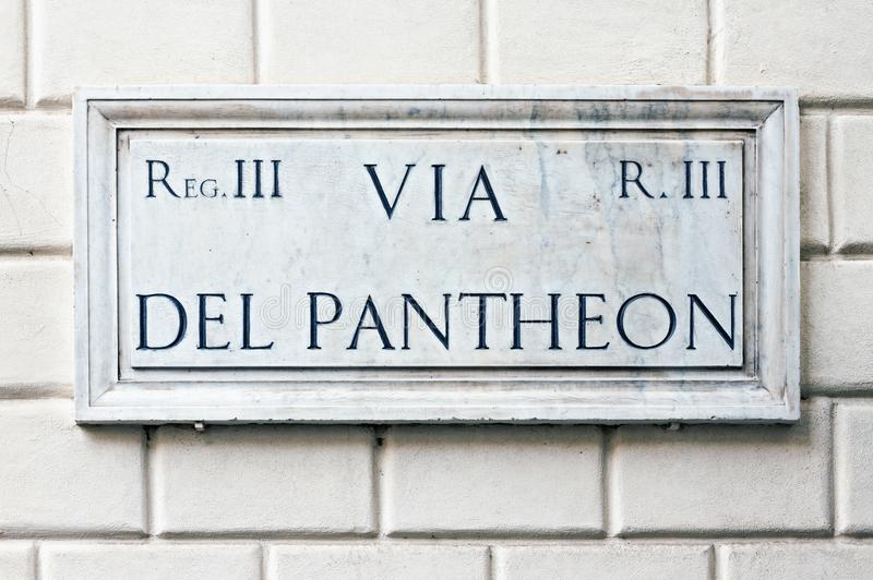 Typowy marmurowy ulicy imię podpisuje wewnątrz Rzym zdjęcia royalty free