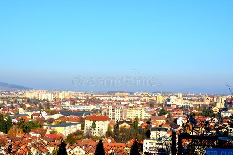 Typowy miastowy krajobraz w mieście Brasov, Transylvani, Rumunia obrazy royalty free