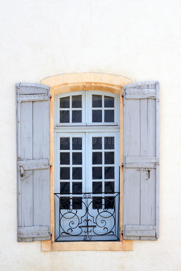 Typowy okno w Avignon obrazy stock