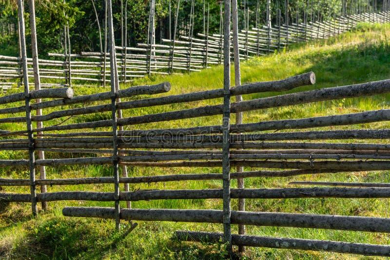 Typowy pola ogrodzenie od Szwedzkiej wsi obraz royalty free