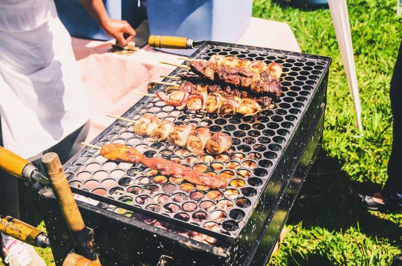 Typowy popularny uliczny grill od Brazylia dzwonił Espetinho de obraz stock