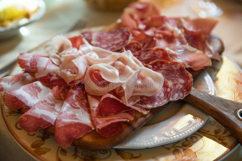 Typowy różnorodny włoski salami fotografia royalty free