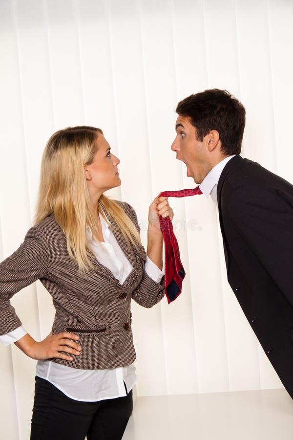 Tyrannisieren an dem Arbeitsplatz. Angriff lizenzfreies stockbild