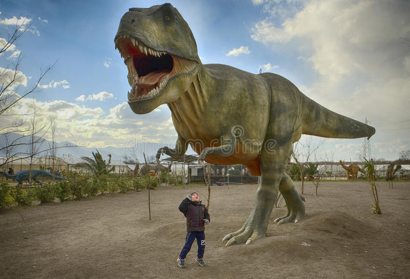 Tyranosaurus Rex μέσα στο πάρκο δεινοσαύρων σε Sarno, Ιταλία στοκ εικόνες