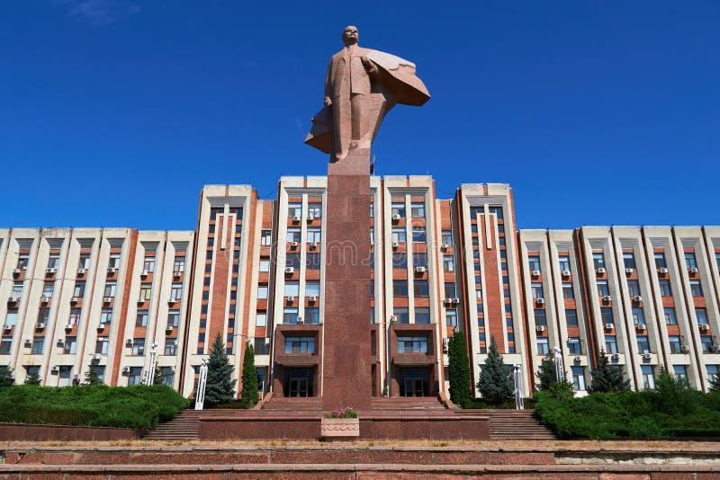 Transnistria Parlamentu Budynek W Tiraspol Z Statuą Vladimir Lenin W Przodzie Obraz Stock - Obraz złożonej z przedstawicielstwo, mołdowa: 121079015