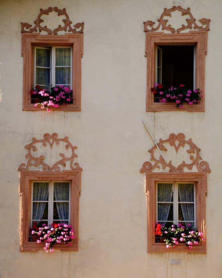 tyrol fönster royaltyfria bilder