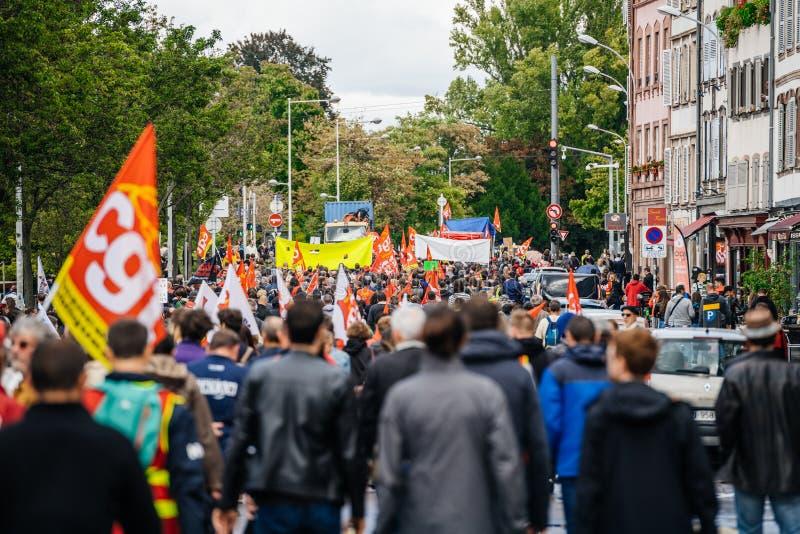 Tysiące ludzi tylni widok przy protestem w Francja fotografia stock