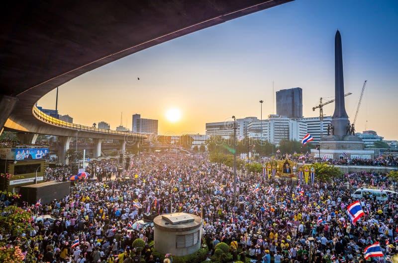 Tysiące protestujący chodzili dla antego rzędu w Tajlandia obraz stock
