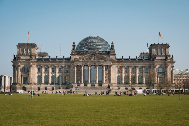 Tysk regering för Reichstag byggnad i Berlin, Tyskland royaltyfri fotografi