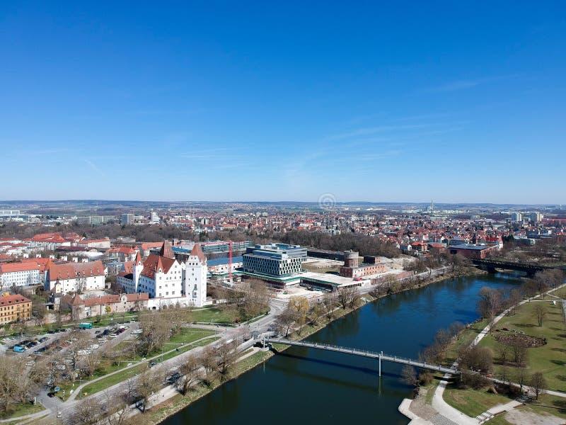 Tysk stad med floden royaltyfria bilder