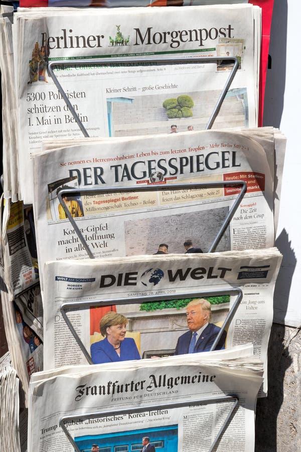 Tysk tidningsställning Berlin royaltyfri bild