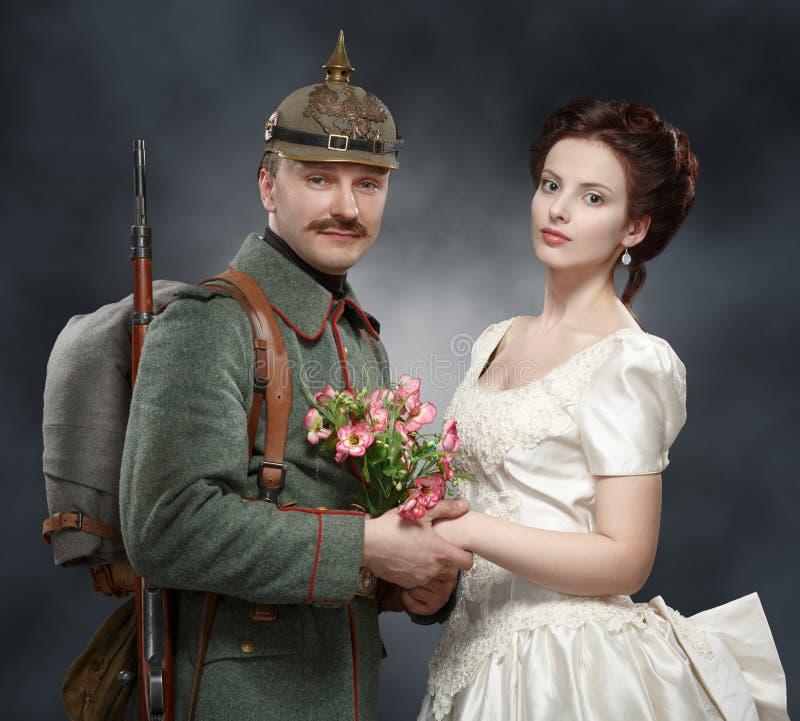Tyska soldater av det första världskriget, med hans dam royaltyfria bilder