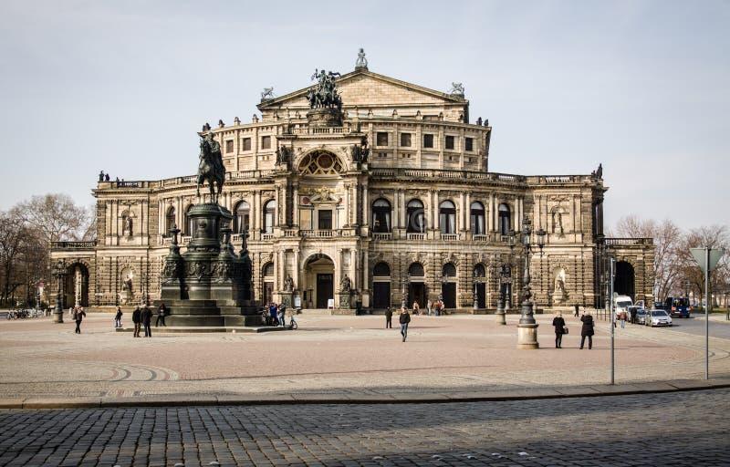Tyskland Dresden, 03 02 2014 Semperoper operabyggnad på natten i Dresden arkivbilder