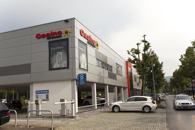 TYSKLAND - Maj 30, 2012: Kasino i den Ingolstadt byn mitten av försäljningar nära Munich royaltyfria bilder