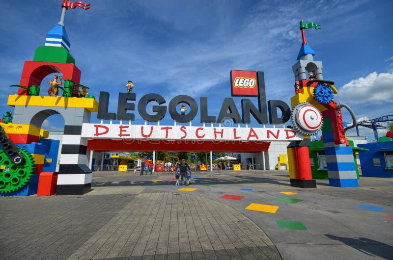 Tyskland nära Ichenhausen 25 Juni 2015 Lego parkerar `-Legoland `, arkivbild