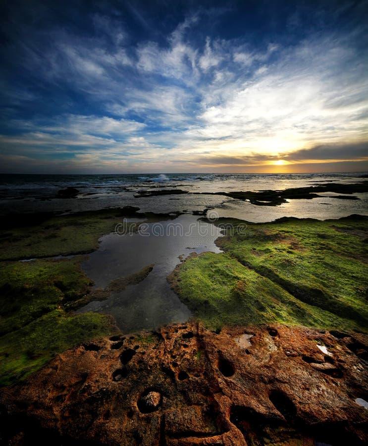 Tyst afton på sjösidan arkivbilder