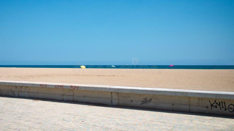 Tyst dag på Playa del Forum arkivbild