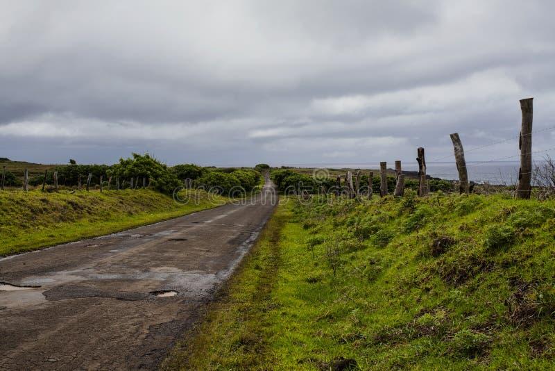 Tyst väg längs sydkusten av den Isla de Pasuca/påskön, Chile fotografering för bildbyråer