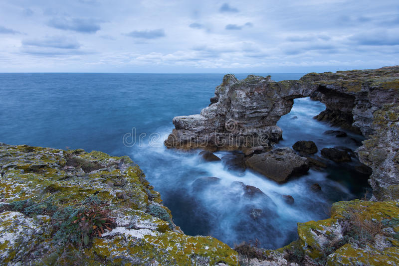Tyulenovo, arco naturale di Mar Nero, Bulgaria fotografie stock libere da diritti