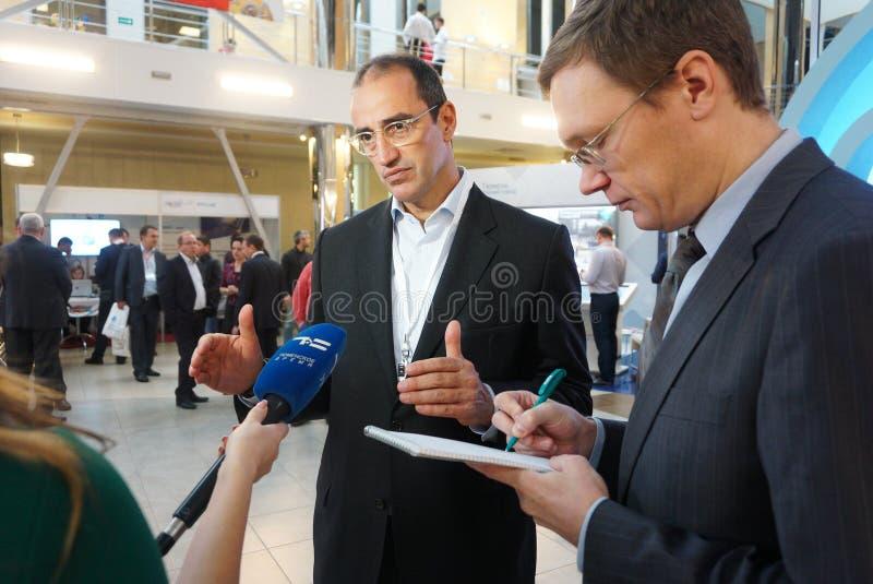 Tyumen, Rusia, 09 07 2016 Foro de tecnolog?as innovadoras Cient?ficos, pol?ticos y hombres de negocios de la comunicaci?n foto de archivo
