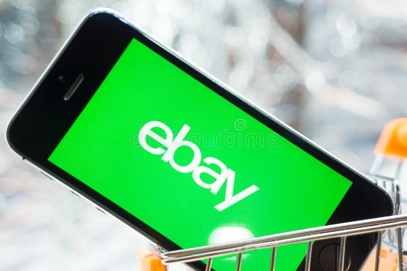 Tyumen, Rusland - februari 12, 2019: embleem van eBay bedrijf stock afbeelding