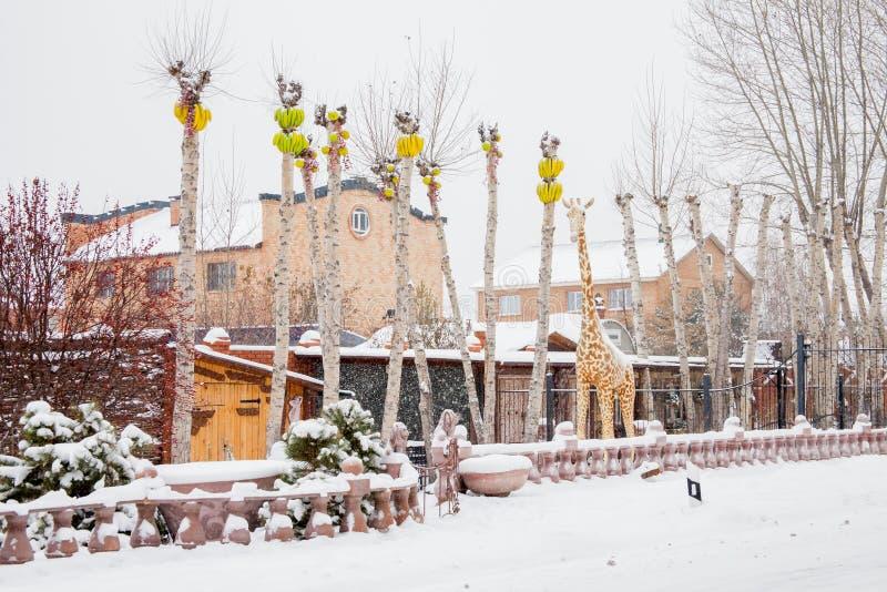 Download Tyumen, Russland - 6. November 2016: Landschaft Mit Einer Skulptur Von Redaktionelles Foto - Bild von auslegung, giraffe: 90225006