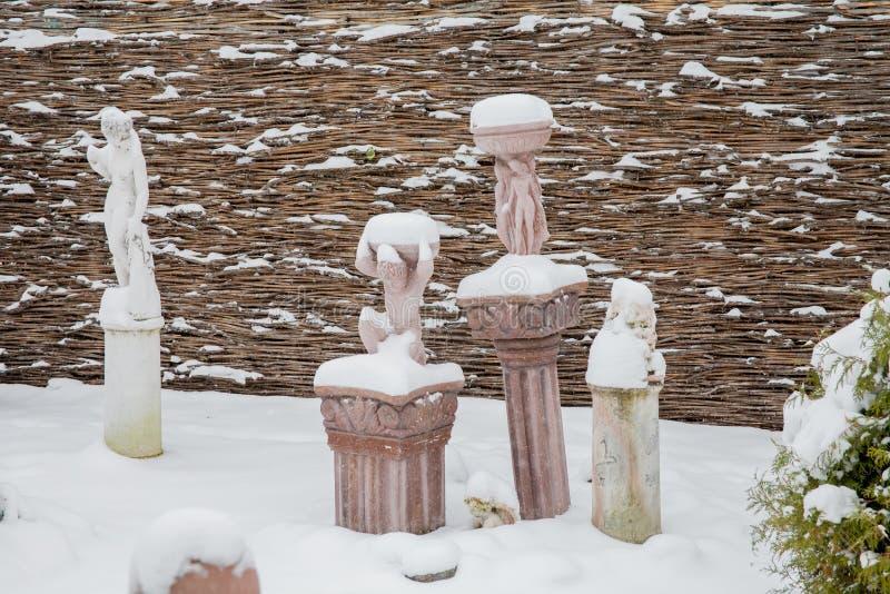 Download Tyumen, Russland - 6. November 2016: Landschaft Mit Skulpturen Herein Redaktionelles Bild - Bild von skulpturen, winter: 90225140