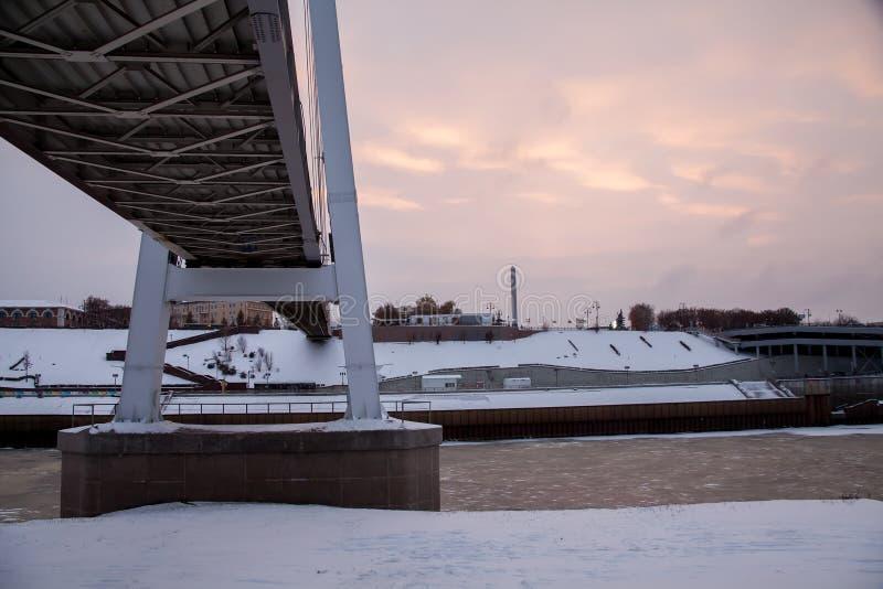 Download Tyumen, Russland - 5. November 2016: Winterlandschaft An Sonnenuntergang Wi Redaktionelles Stockfoto - Bild von brücke, lager: 90227343