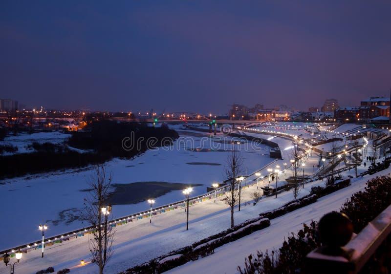 Download Tyumen, Russland - 5. November 2016: Winternachtlandschaft Von Redaktionelles Foto - Bild von dekoration, landschaft: 90226326