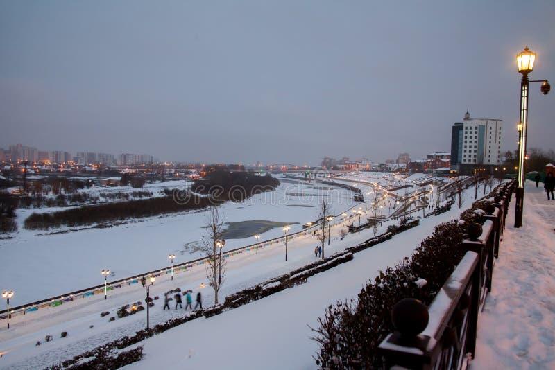 Download Tyumen, Russland - 5. November 2016: Winternachtlandschaft Von Redaktionelles Foto - Bild von gasse, nacht: 90226346