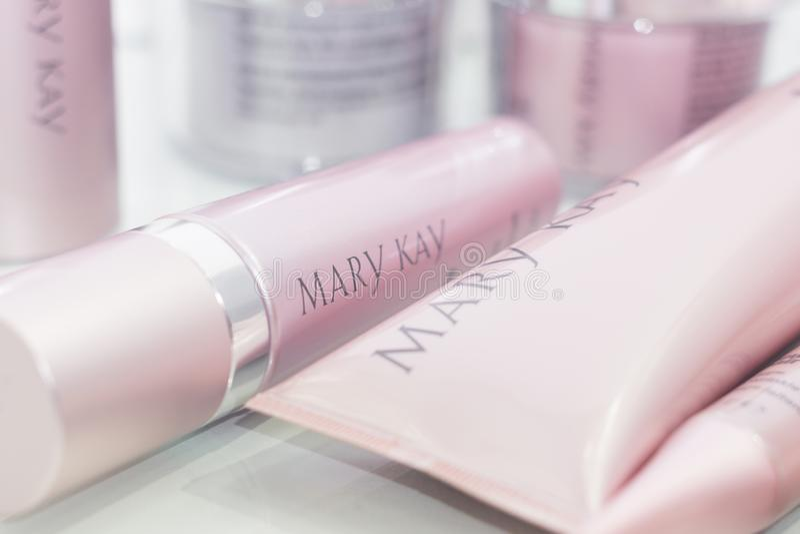 Tyumen Ryssland - Februari 01, 2019: Mary Kay som rentvår produkten Mary Kay Inc närbild, ett privatägt företag som säljer kosmet arkivbild