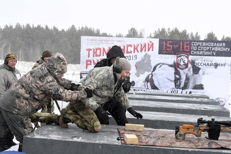 Tyumen Ryssland, mars 15, 2019, konkurrens av prickskyttar arkivbilder
