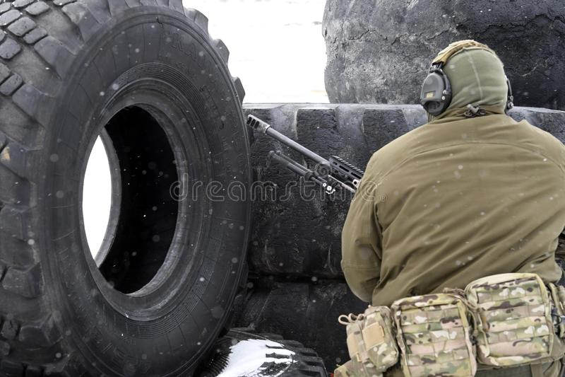 Tyumen Ryssland, mars 15, 2019, konkurrens av prickskyttar royaltyfri bild