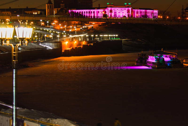 Tyumen Tura Embankment en de brug van Minnaars Russisch Siberië royalty-vrije stock foto's