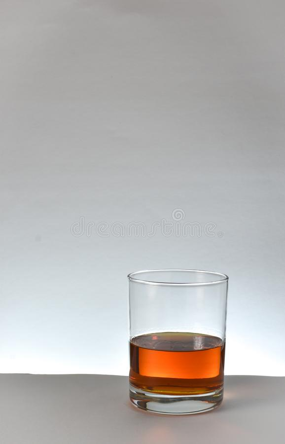 Uísque de bourbon de vidro imagens de stock royalty free