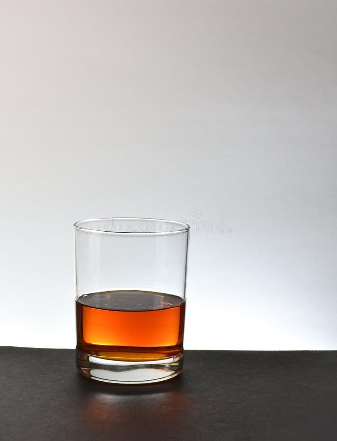 Uísque de bourbon de vidro fotografia de stock royalty free