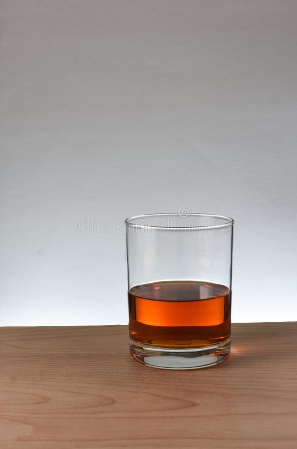 Uísque de bourbon de vidro foto de stock