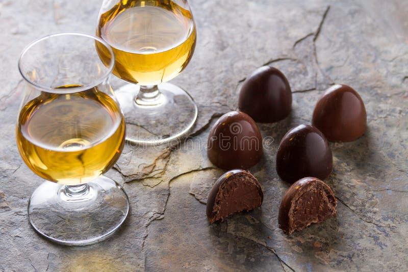 Uísque e chocolate imagens de stock