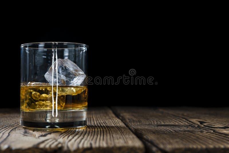 Uísque em um vidro fotografia de stock royalty free